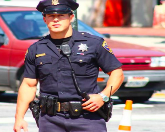 <center><b>Полицейских приняли за стриптизёров</center></b>