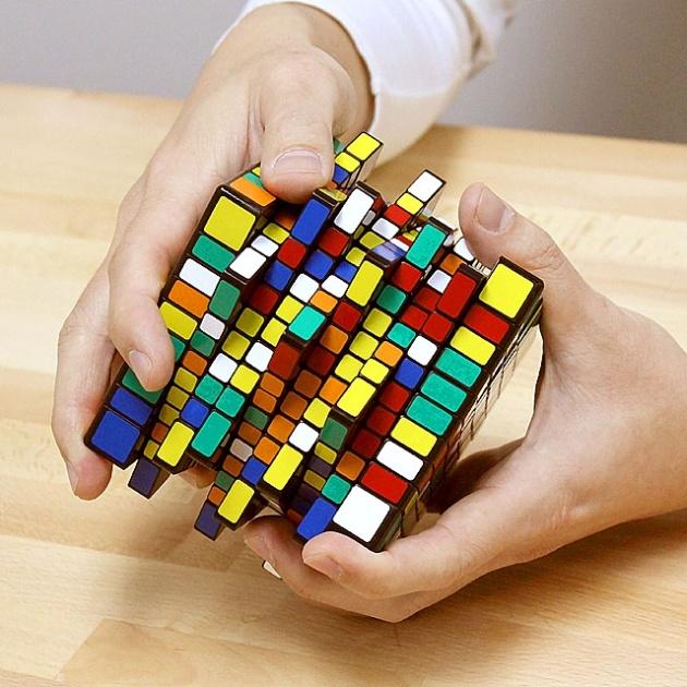 <center><b>Британец создал огромный кубик Рубика</center></b>