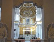 <center><b>Француз продает звезды, чтобы обновить храм</center></b>