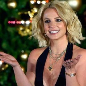 <center><b>Бритни Спирс готовится к новому шоу, не жалея ног</center></b>