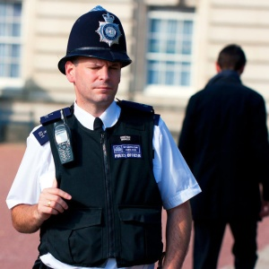 <center><b>Полицейского приняли за стриптизера</center></b>