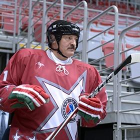<center><b>Клюшка Лукашенко дешевеет</center></b>