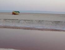 <center><b>Предприимчивые тунисцы устроили пляж у нового озера</center></b>