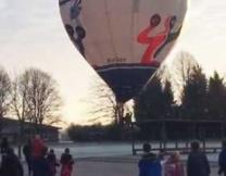 <center><b>Воздушный шар на школьном стадионе</center></b>