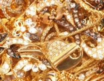 <center><b>Монах носит 15 килограммов золота</center></b>
