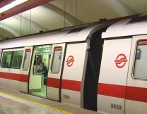 <center><b>Рождественские поезда запущены в метро Сингапура</center></b>