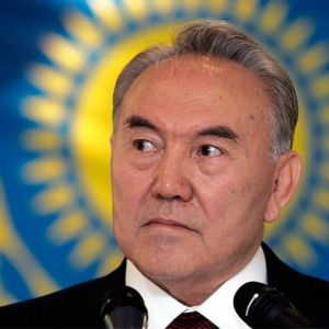 <center><b>Назарбаева нарисовали грудью</center></b>