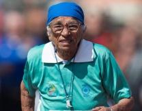 100-летняя бабушка пробежала 100-метровку