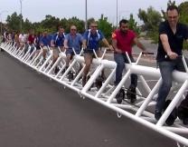 Самый длинный в мире велосипед (видео)