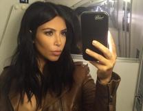 Сколько селфи делает Ким Кардашьян?