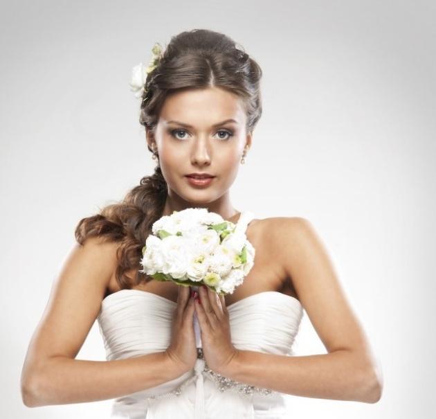 Розыгрыш. На первое свидание в свадебном платье (видео)