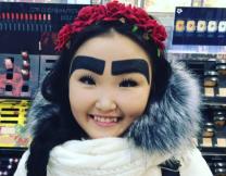 Якутская красавица и её брови