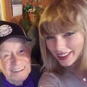 Тейлор Свифт спела для ветерана