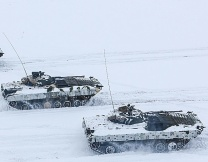 Военные одели боевые машины в газеты