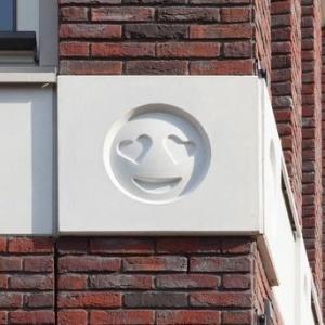 Идея из Голландии: смайлики на домах
