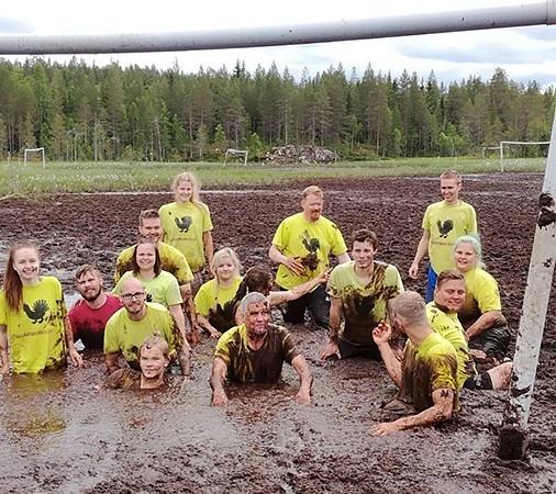 Чемпионат мира по футболу... на болоте (фото)