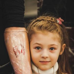 Семилетняя татуировщица поразила Екатеринбург