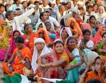 Индийцы верят в силу навоза
