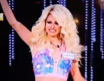 Австралийка случайно оголилась на сцене
