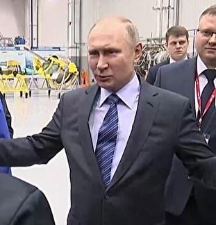 Путин подарил рабочему обнимашки (видео)