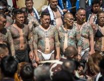 Японцы разделись и вышли на улицы