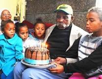 Житель ЮАР решил бросить курить в 114 лет