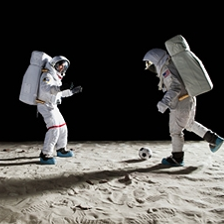 Космонавты сыграли в футбол