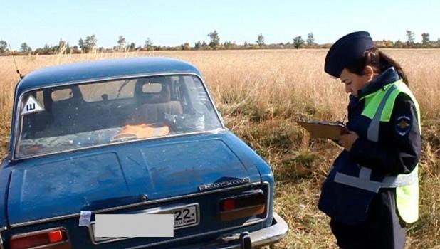 Житель Алтая угнал три машины и не смог покататься