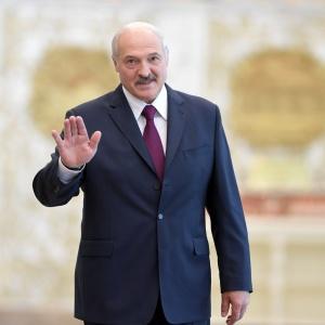 Лукашенко срочно снял запрет на продажу алкоголя