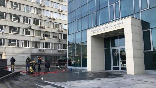 В Красноярске депутаты заказали себе крыльцо за 6 миллионов
