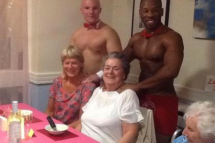 Британские пенсионерки закатили вечеринку с голыми официантами
