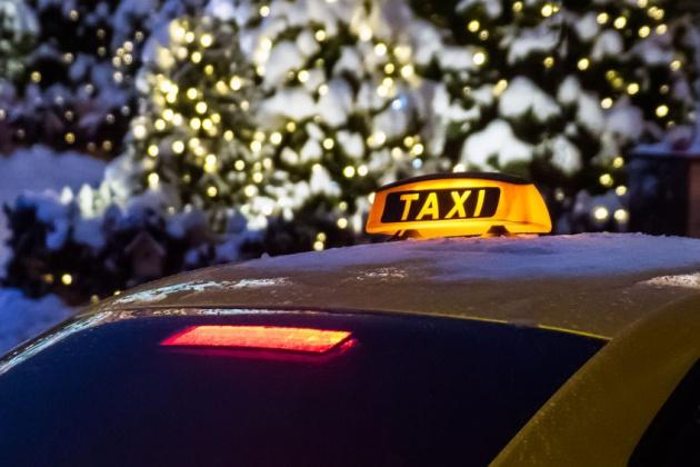 Московский таксист 8 часов пытался вернуть забытые деньги