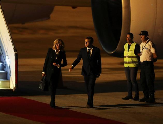 Президент Франции остался один и растерялся