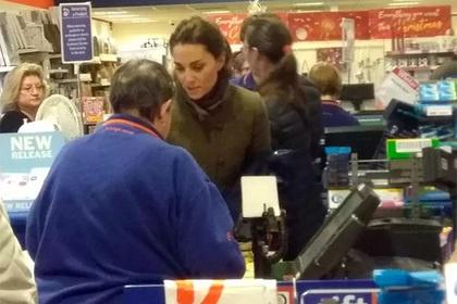 Кейт Мидлтон покупает подарки со скидками