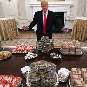 Президент накормил спортсменов фастфудом