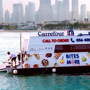 В Дубае супермаркет спустили на воду