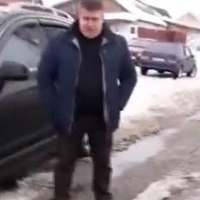 Российский коммунальщик отрицает лужи и сугробы