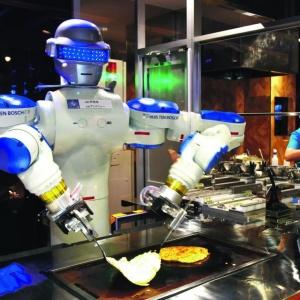 Роботы предскажут будущее и испекут блины на Масленицу