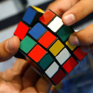 <center><b>Китаец сделал портрет из кубиков Рубика</center></b>