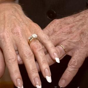 <center><b>Брак вреден для пожилых женщин</center></b>