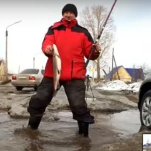 <center><b>Новосибирские журналисты рыбачат в луже</center></b>