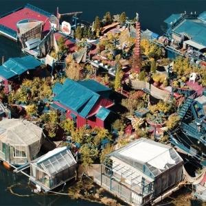 <center><b>Пара из Канады построила дом на воде (видео)</center></b>