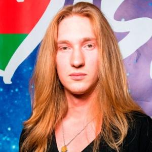 <center><b>Белорусский певец выступит обнаженным</center></b>