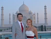 <center><b>Англичанка сыграла свадьбу в 8 странах мира</center></b>
