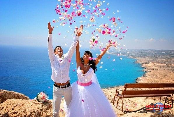 <center><b>Свадьба в День счастья</center></b>