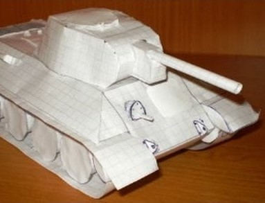 <center><b>Китаец построил танк из мусора</center></b>