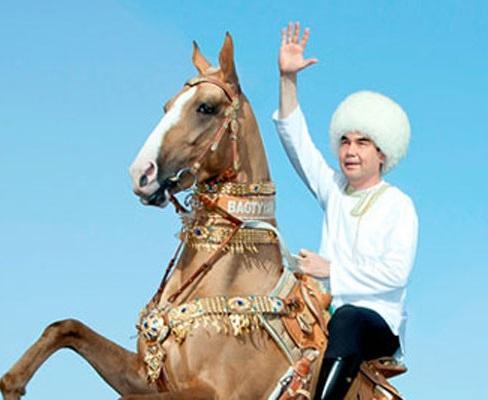 Бердымухамедов объехал владения на коне