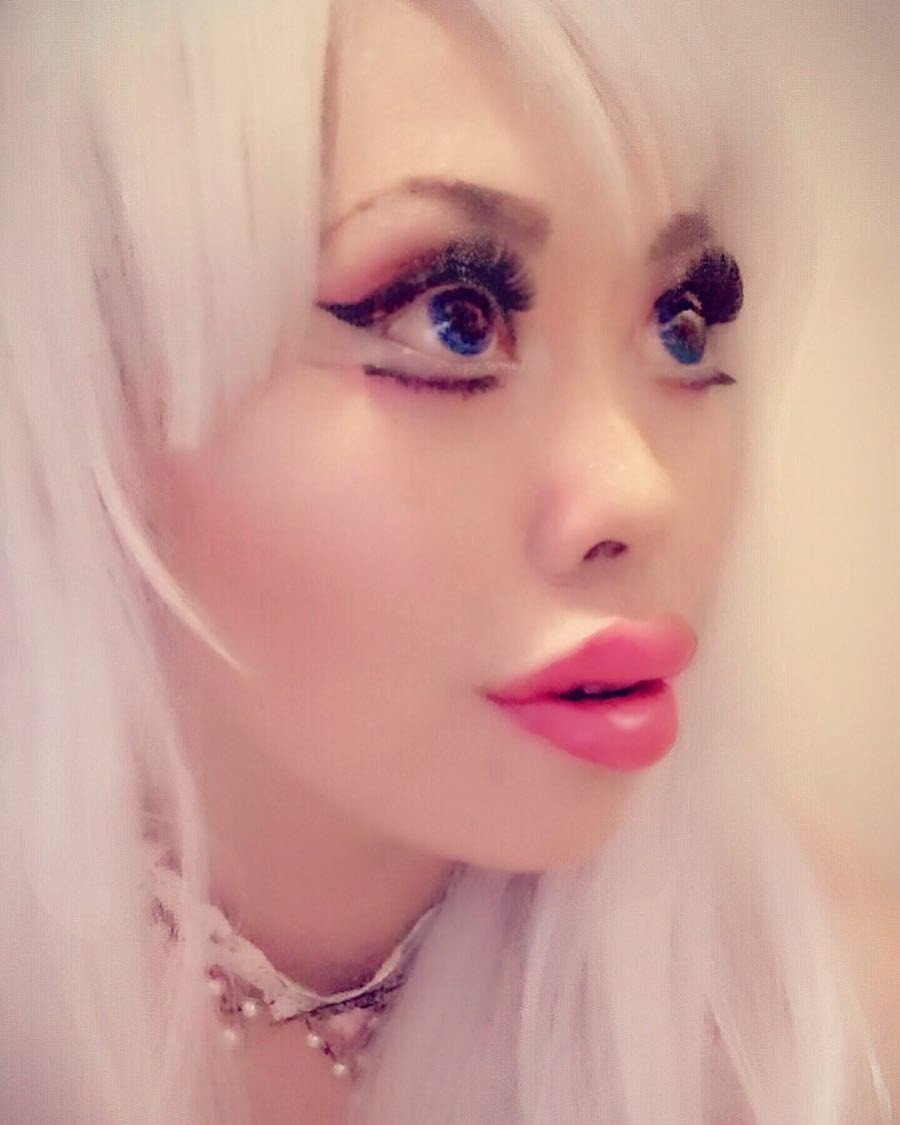 Китаянка разрезала себе глаза (фото)