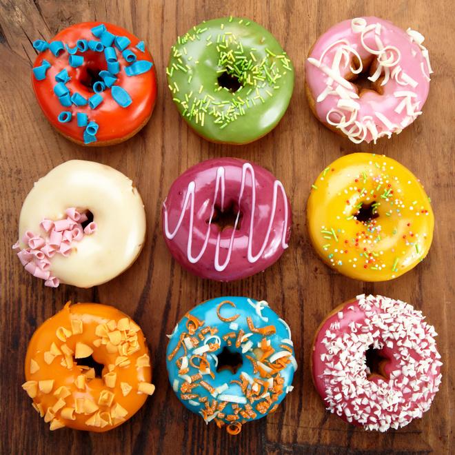 <center><b>Американец съел 12 пончиков за полминуты</center></b>