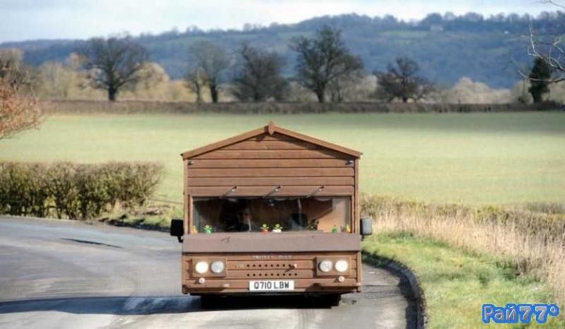<center><b>Британец сделал свою машину деревянной</center></b>